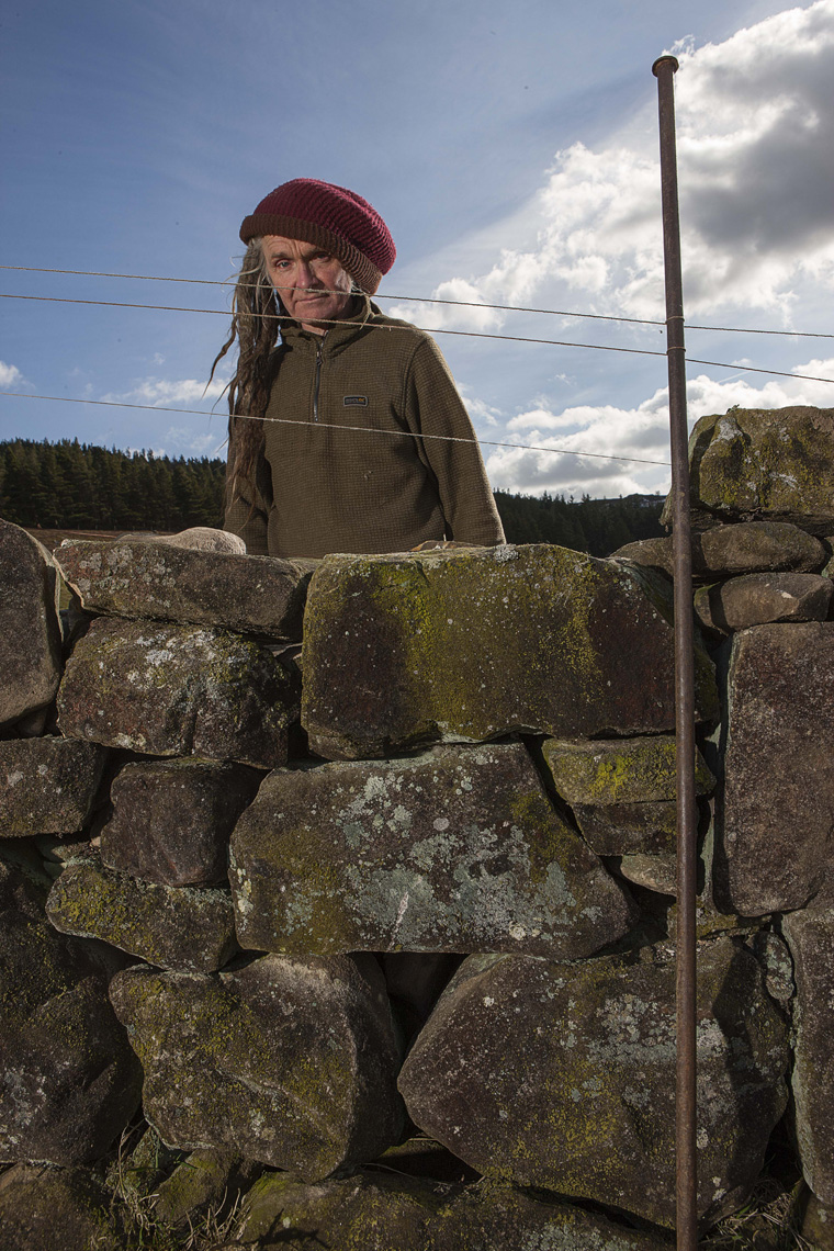 CountryLife_cannon_DryStoneWallMaker082